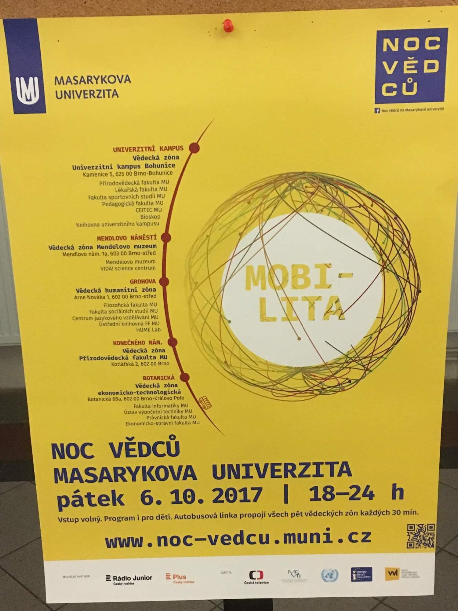 Plakát lákající na Noc vědců umístěný na FSS (Lenka Čechová)