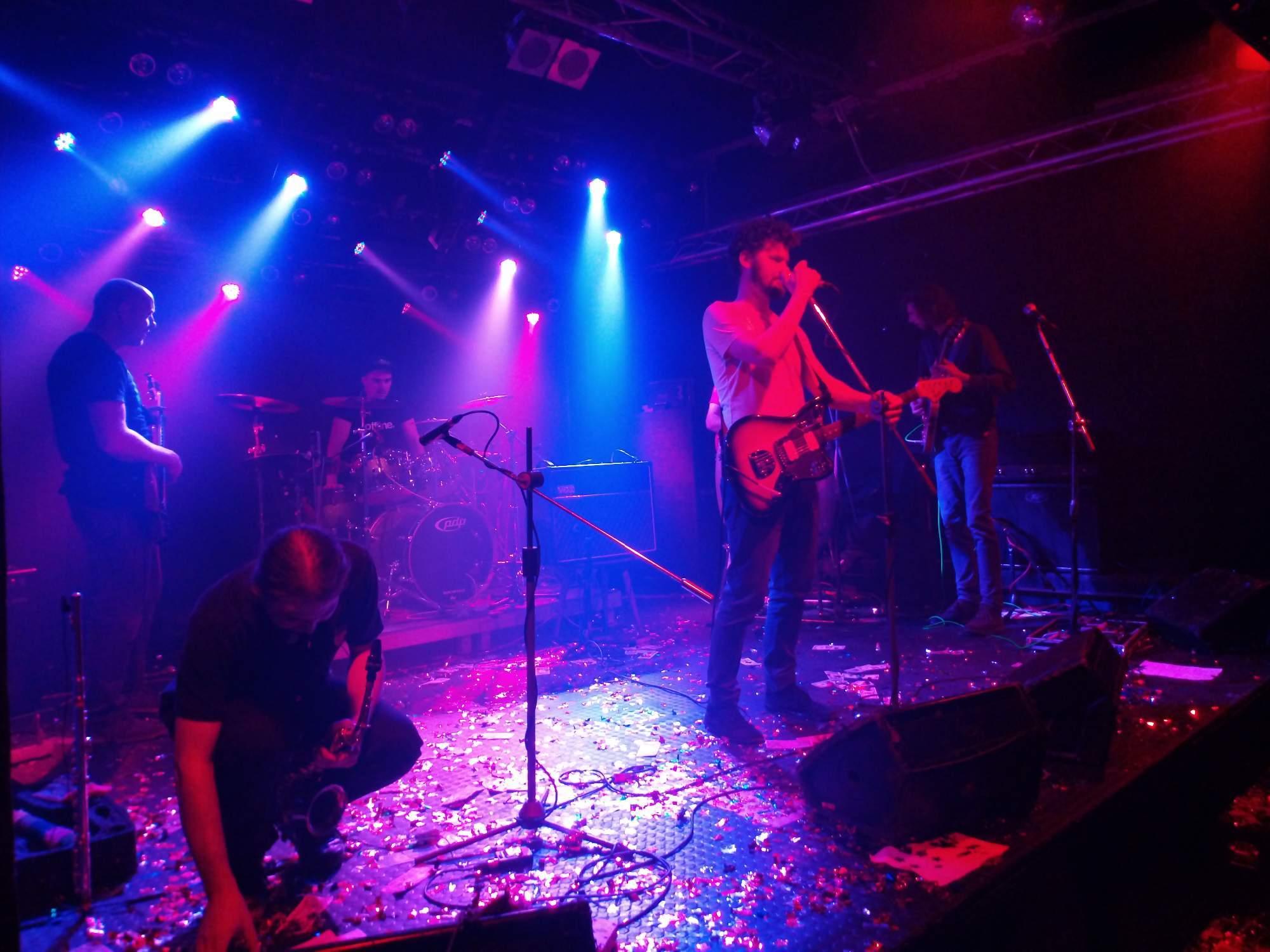 Kapela Funkshmakers hraje a zpívá pro návštěvníky v Melodce. Foto: Barbora Ficbauerová