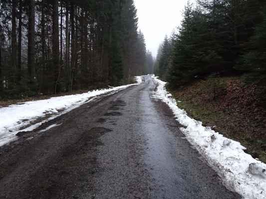 Mečůvka, cesta již bez ledu, sněhu už málo