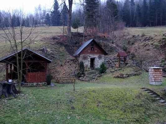 Mečůvka, už i s krtinci, zbytky sněhu tu však jsou, včetně Valašky. Na Dolní Bečvě už nejspíš po dnešním dni zmizely.