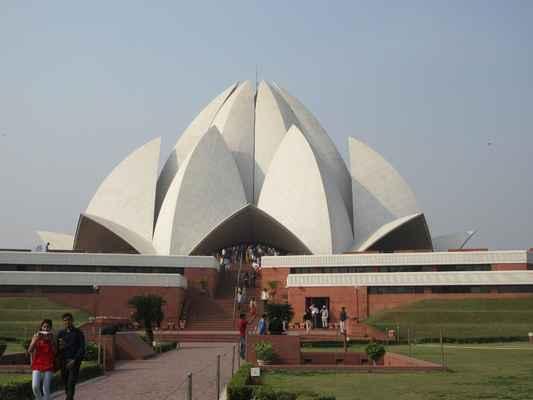 Lotosový chrám je bahaistická svatyně v indickém hlavním městě Dillí. Byla dokončena roku 1986 a je pozoruhodná tvarem květu lotosu. Autorem její podoby je íránsko-americký architekt Fariborz Sahba. Chrám se stal turistickou atrakcí a získal řadu architektonických ocenění.