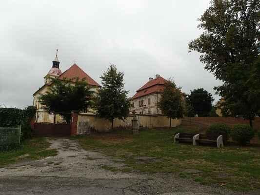 Kostel sv. Jakuba Staršího v obci Žebnice.