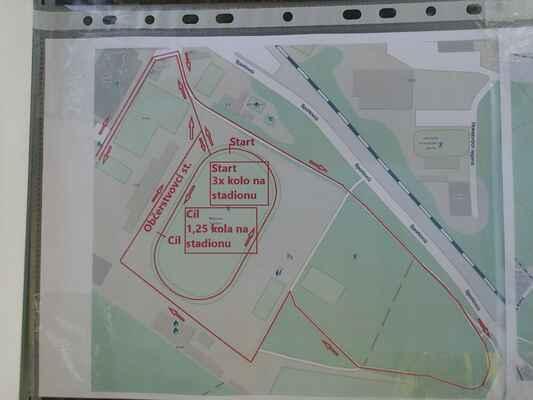 Plán průběhu stadionem a okolím