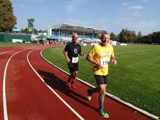 Samotný chvost startovního pole - Pavel Zeman a Michal Rezek