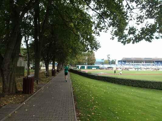 Chodník ke stadionu