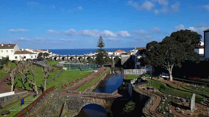 Ribeira Grande s fotogenickým mostem