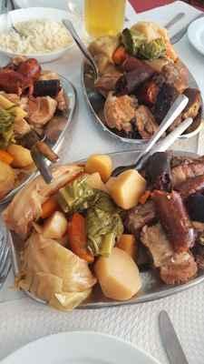 Jídlo Cozido z Furnasu dělané v zemi