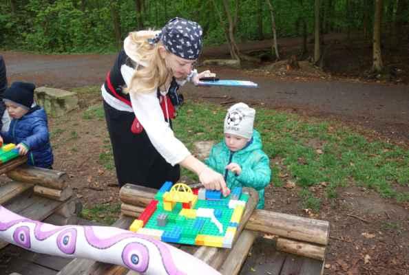 Legové bludiště - odtud jsme pro změnu Toma nemohli odtrhnout :o)))