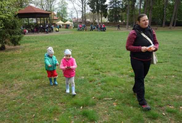 A když už jsme byli v parku Kunratického zámku, tak jsme ještě odlovili jednu kešku.