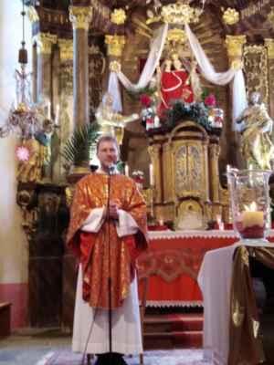 Slavnostní mši svatou celebroval náš pan vikář - P. Petr Plášil, který zároveň oslavil své narozeniny.