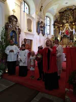 Kromě dárků a květin, dostal i hudební dárek. Členové a členky Pražského smíšeného sboru pro otce Petra  úžasným způsobem zazpívali pravoslavnou skladbu MNOGA LIETA.