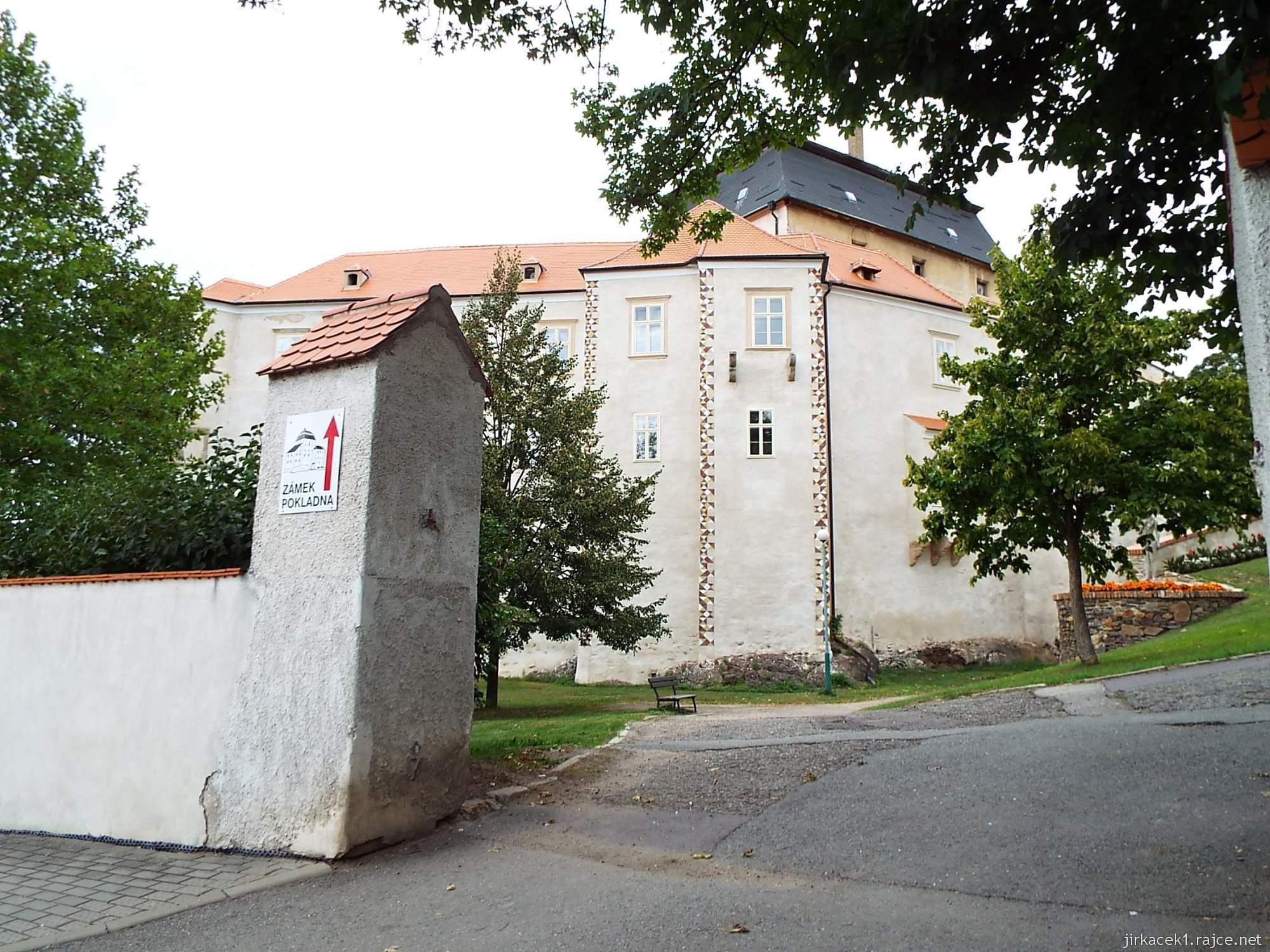 zámek Miroslav 01 - vstupní brána