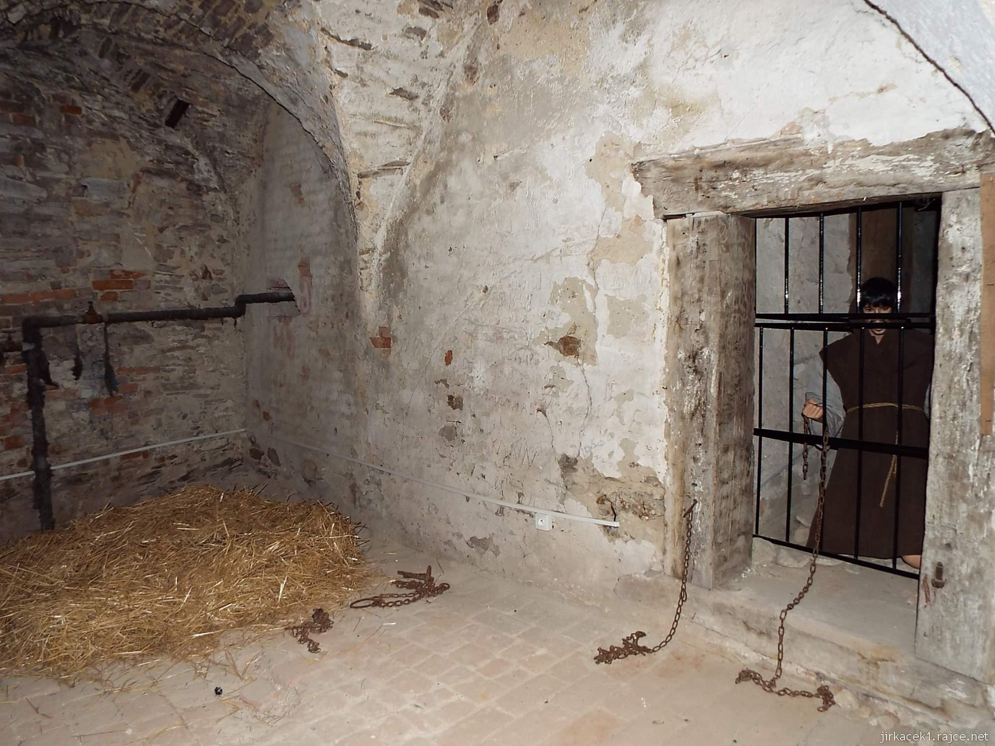 zámek Miroslav 26 - dobově zařízený žalářníkův byt - vězení