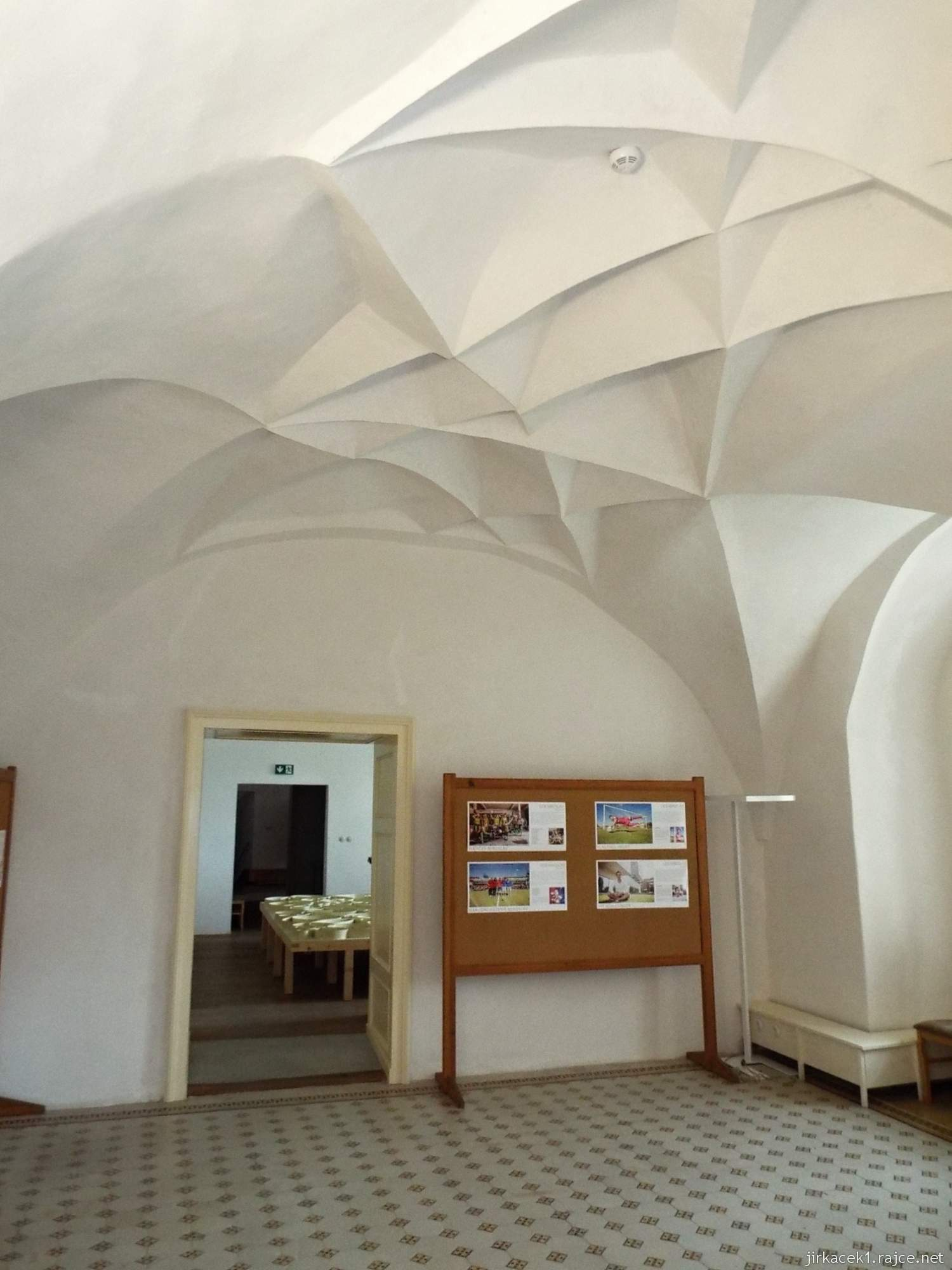 zámek Miroslav 28 - interiér renesančního paláce - strop