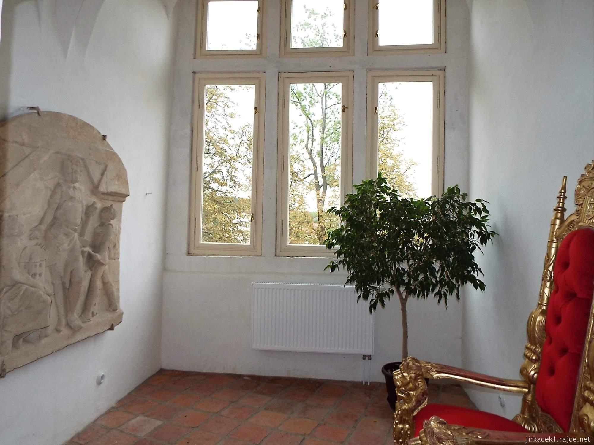 zámek Miroslav 33 - interiér renesančního paláce - arkýř