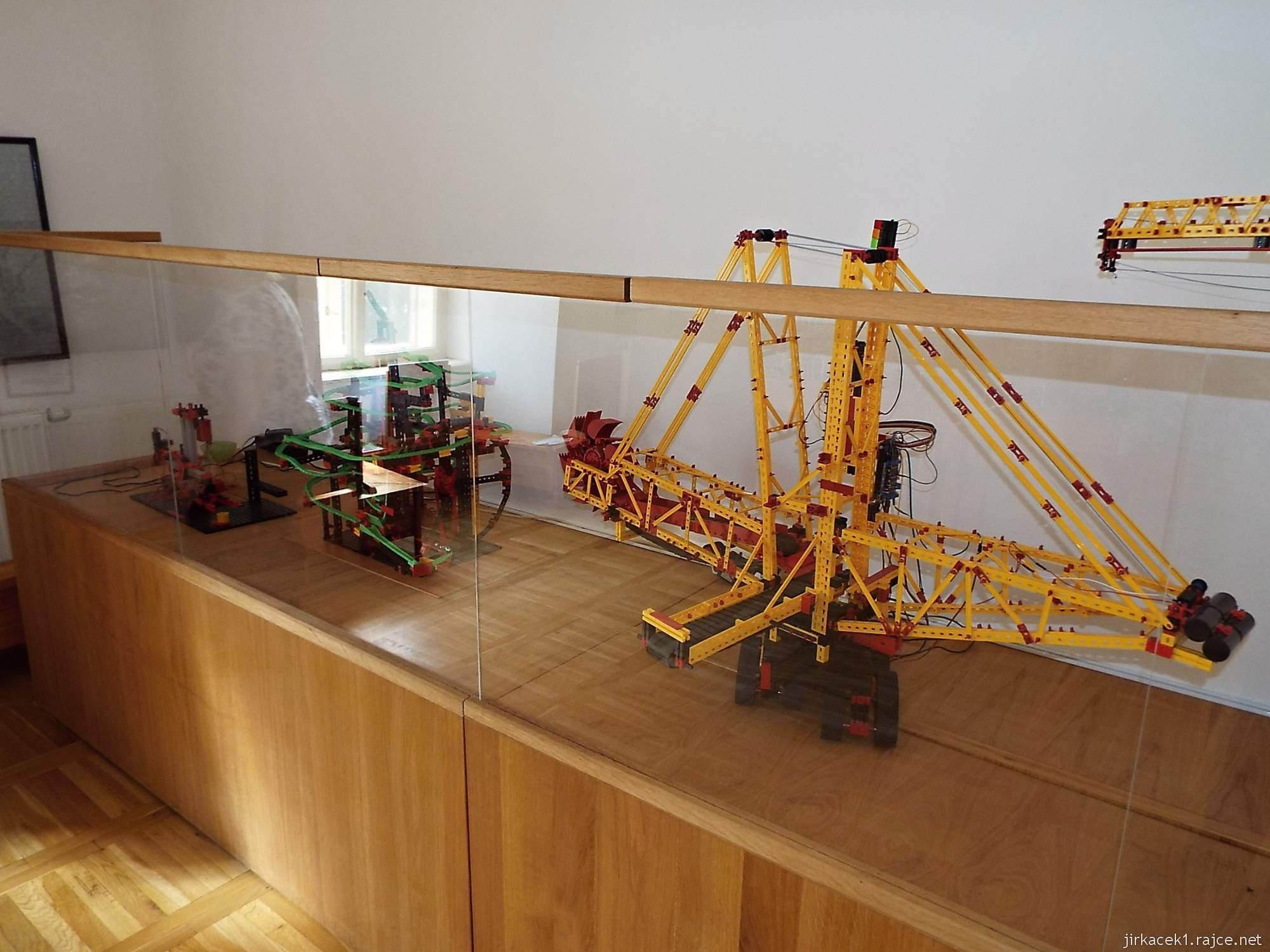 zámek Miroslav 53 - bývalá tvrz - Modely stavebnice Lego od Daniela Sterzika