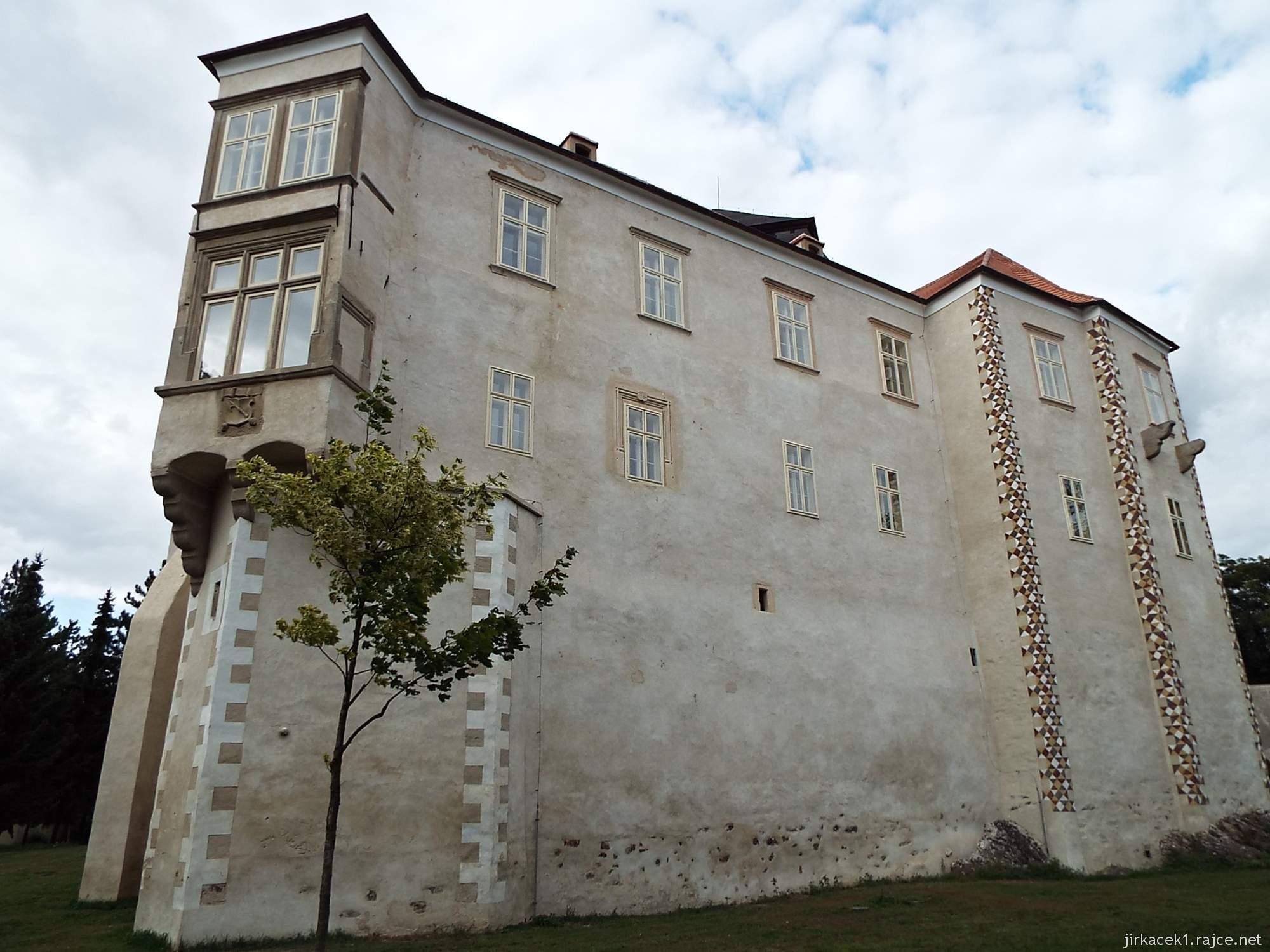 zámek Miroslav 61 - zámek s arkýřem