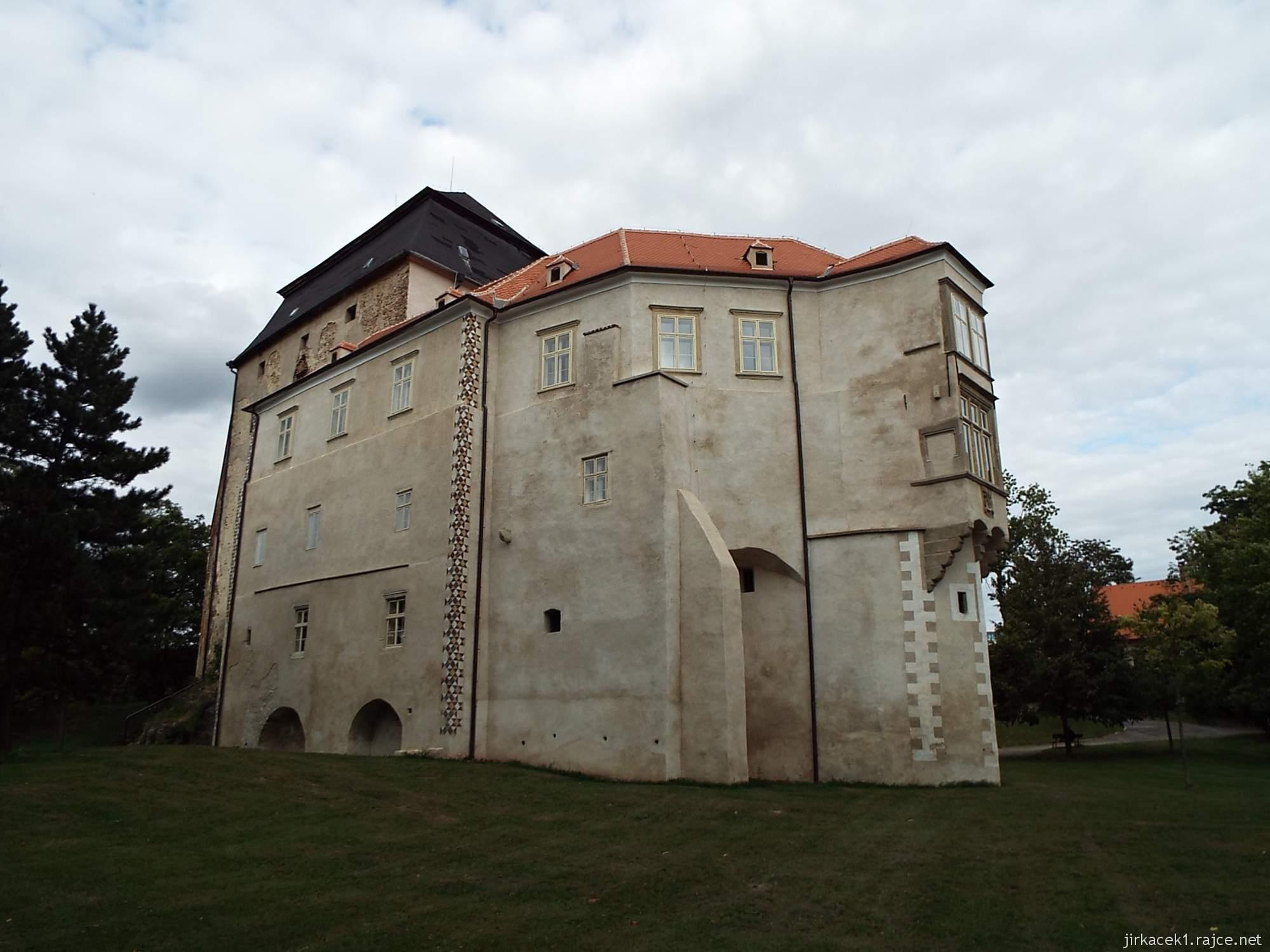 zámek Miroslav 64 - zámek na louce