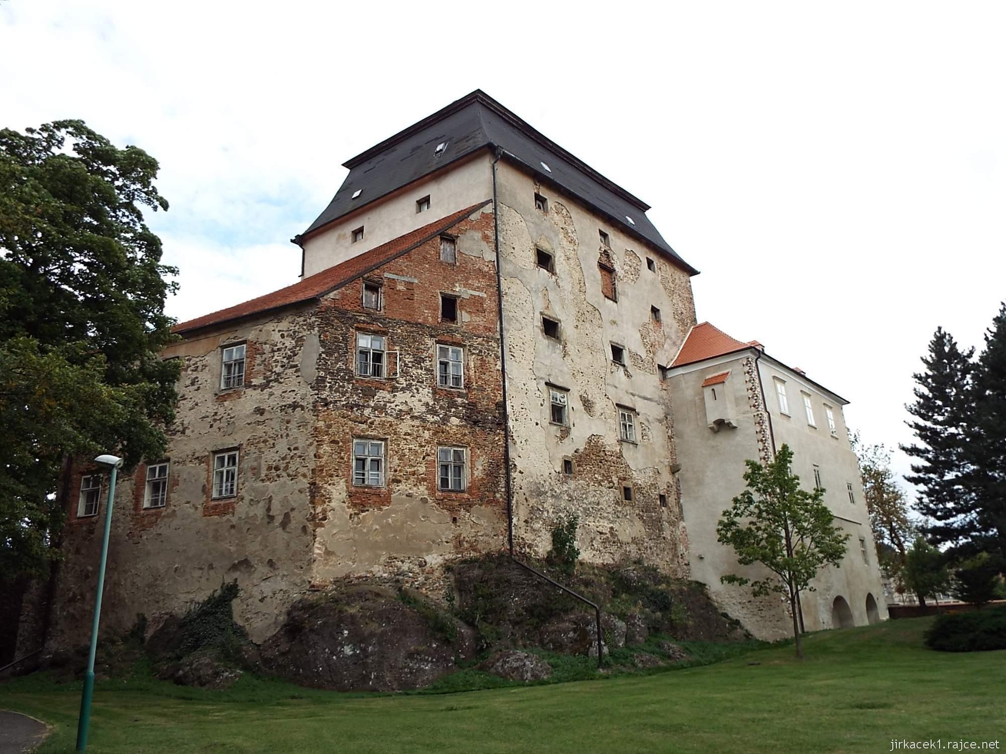 zámek Miroslav 69 - zámek