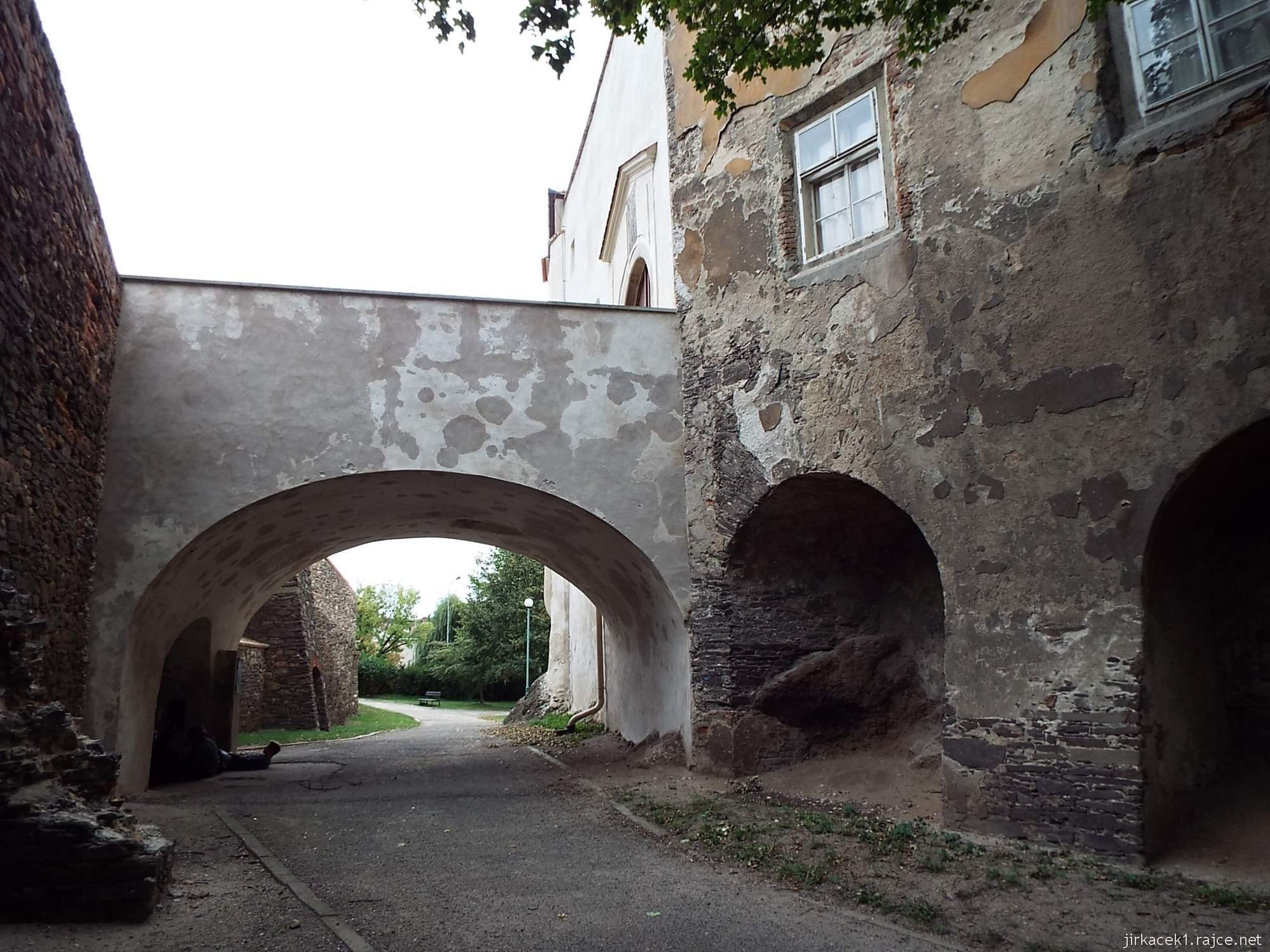 zámek Miroslav 71 - bývalý vodní příkop