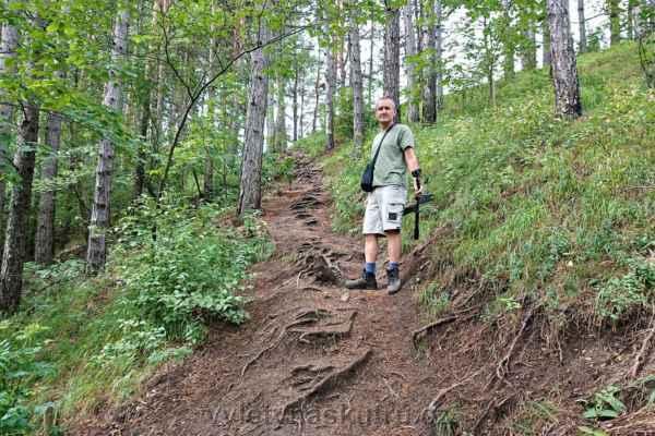 No a začíná přituhovat - docela náročný výšlap do prudkého kopce...