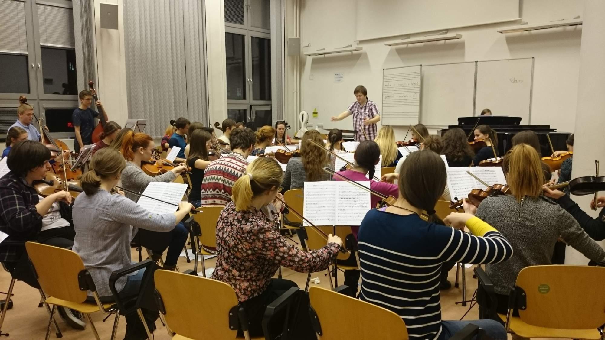 Univerzitní orchestr zkouší každé úterý. Foto: Kateřina Bečková