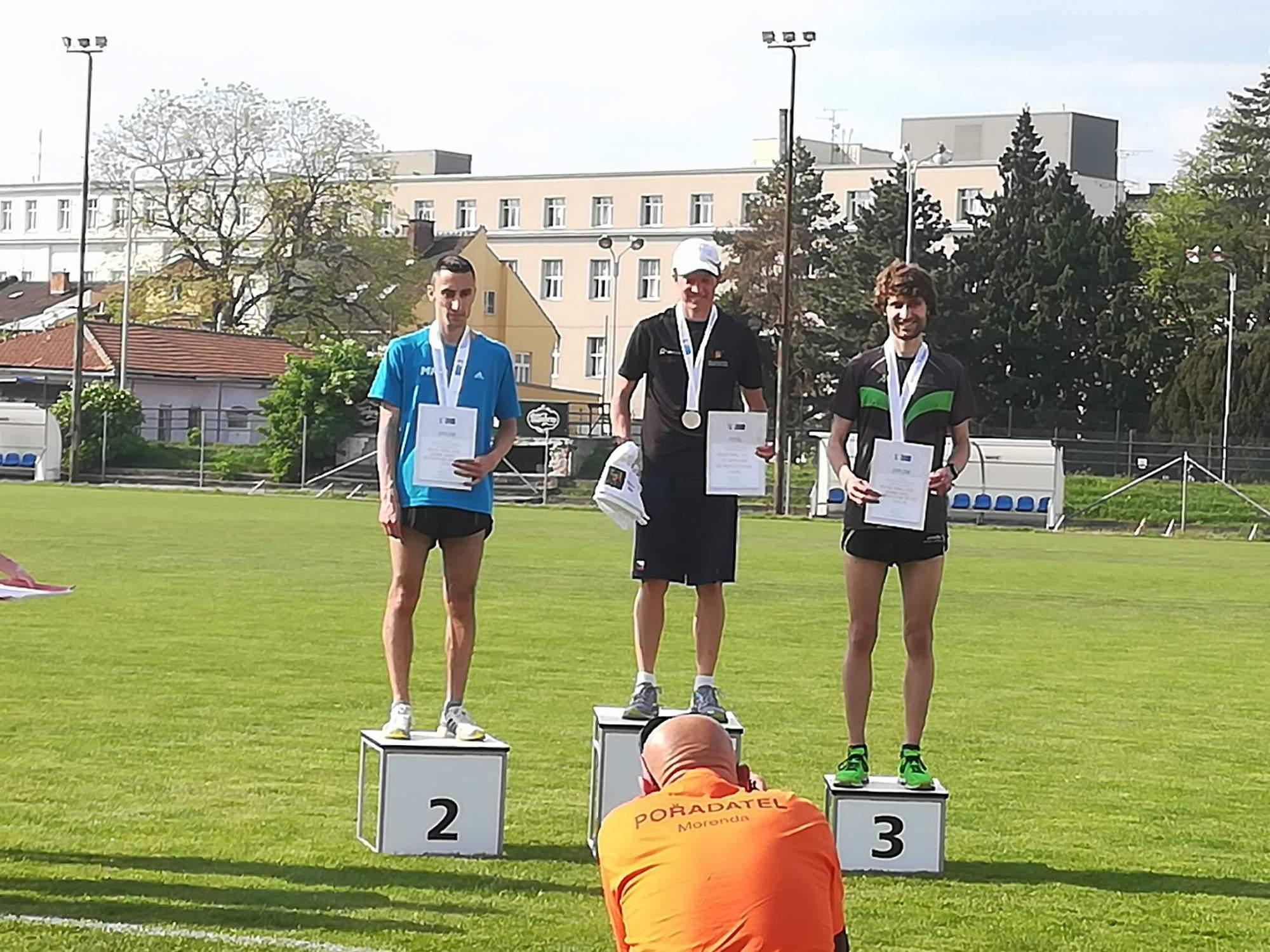 Nejlepší závodníci mužské kategorii běhu na 10 kilometrů. Foto: Tereza Čaladi