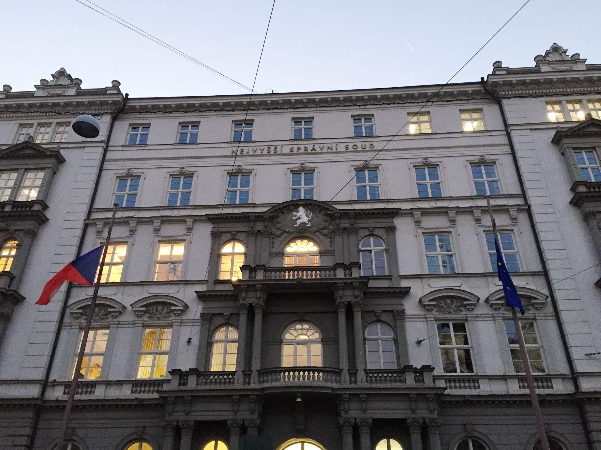 Najvyšší správny súd udelil pražského sudcovi pokarhanie