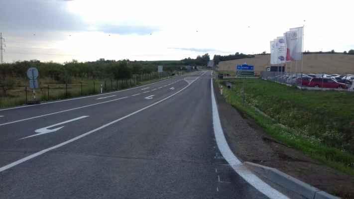 K dálnici je to bez odbočováku...
