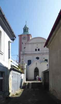 Původně románský, v gotice a za baroka přestavovaný kostel sv. Otmara