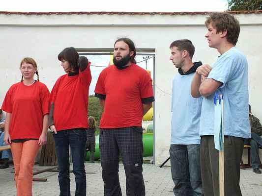Členové souboru LÍ.SK.I(Y): Anička, Lucka, Kuba, Honza, Matěj.