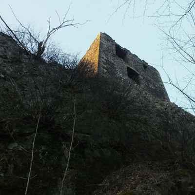 stoupám ke hradu...