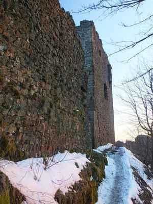 po zledovatělém chodníčku se pomalu šinu k hradní vyhlídce...