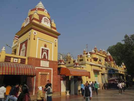 Chrám Laxmi Narayan , také známý jako Birla Mandir , je jedním z hlavních chrámů Dillí a významnou turistickou atrakcí. Postavený průmyslovou společností Sh. JK Birla v roce 1939, tento krásný chrám se nachází na západ od Connaught Place.