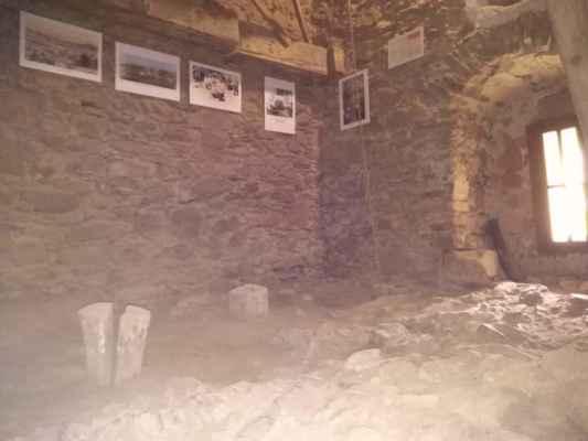 Ve věži byla instalována nová výstava starodávných fotografií.