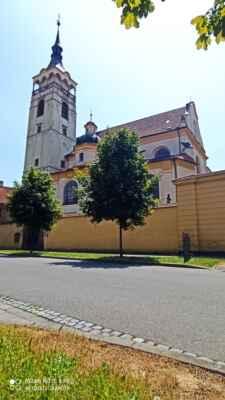 Lipník nad Bečvou - Kostel sv. Františka Serafinského - Bratrský kostel byl postaven v goticko-renesančním stylu na konci 16. století na místě původní modlitebny mezi zámkem a klášterem. Přestavěn do dnešní podoby byl při raně barokní modernizaci koncem 17. století.
