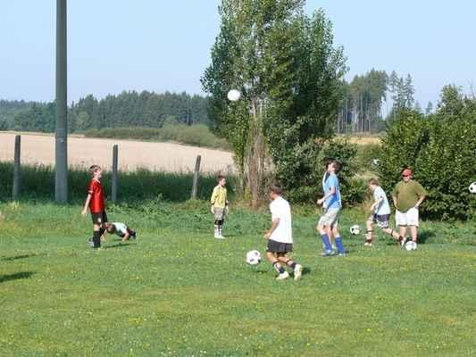 Trénink v Lomu - Žáci trénují zpracování míče