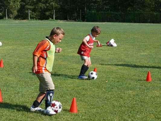 Trénink v Lomu - Přípravka trénuje vedení míče