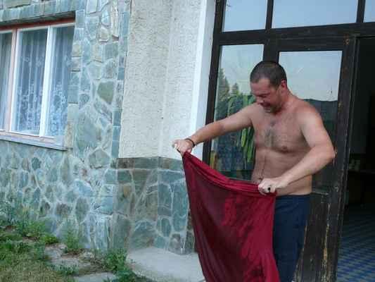 Ranní sprcha 2 - A také nový předcvičující dostal sprchu...